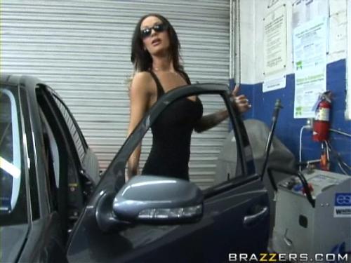 Angelina Valentine в автосервисе или Наглядное пособие как ПРАВИЛЬНО соблазнять (2009) DVDRip