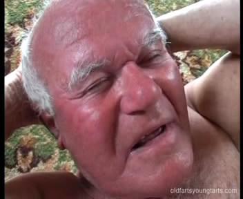 83-ех летний мужик трахает молодую девочку Стеллу / Stella&oldman Mireck (2009) DVDRip