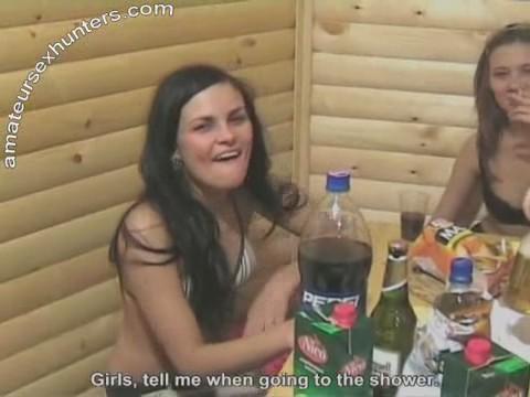 В Сауне с двумя девушками (2009) CamRip
