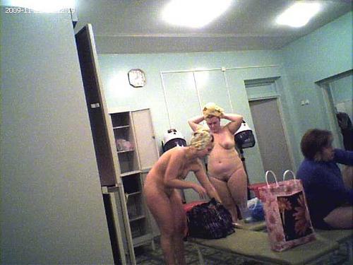 [RUS] Запись в женской раздевалке бассейна. (скрытая камера) (2009) CamRip
