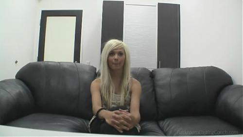 Молоденькая блонди,позирует с удовольствием (18yo Babyfaced litte Kendall ) (2010) SATRip
