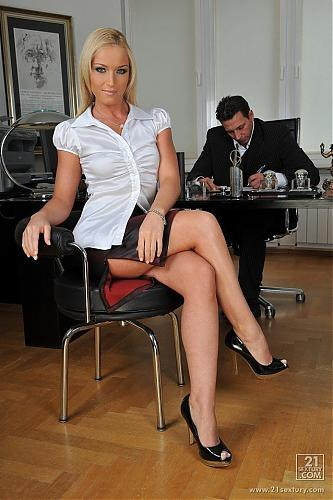 "[720p] [PixAndVideo.com / 21Sextury.com] Kathia Nobili - ""In the office""(2560) / Release Date:03.04.2009 (2009) HDTV"