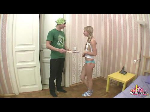 Заказала пиццу - расчиталась писей (2009) DVDRip
