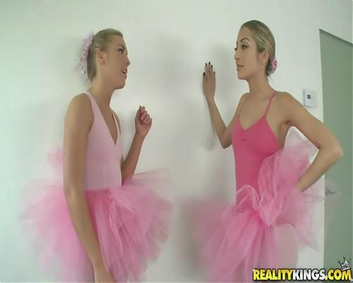 Две шибко юные  балерины и будущий балерун . (2010) DVD
