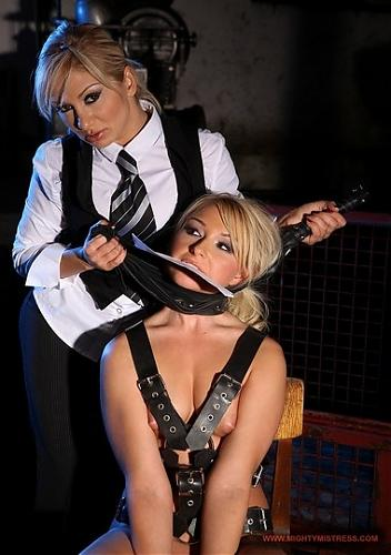 Cynthia Moore & Lee Lexxus - Punishing Cynthia (2009) SATRip