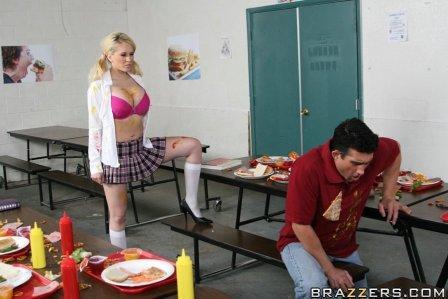 Большие сиськи в школе (Битва едой)!!! Релиз от 18.11.2008 г. (2008) CamRip