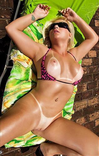 [MikeInBrazil.com / RealityKings.com] Cinthia Santos (Curves Of Lust) / Грудастая женушка отдалась у бассейна [2010 г., All sex, Milf, Latinas, Big Tits, SiteRip] (2010) SATRip