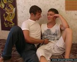 Русское любительское гей видео 2 (2006) CamRip