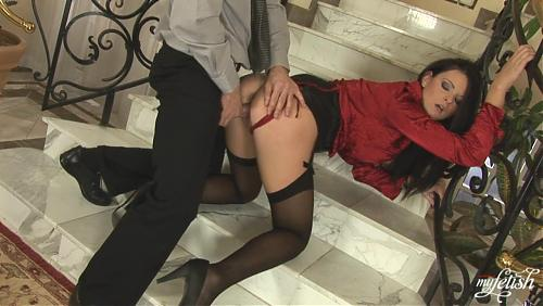 Крассавицу трахнули в холле  (2009) HDTV