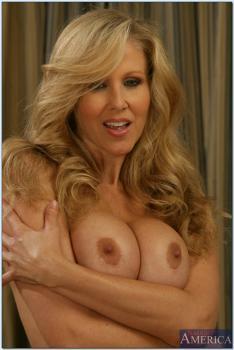 My Friends Hot Mama (2009) DVDRip