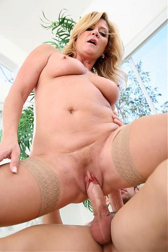 Ginger Lynn - Slutty Cougar Love Scene (2009) SATRip