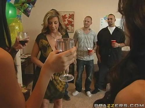 На вечеринке поимели  Мамочку (2009) DVDRip