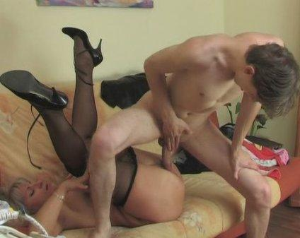 Мамочкина подружка [2010 г., Mature, Oral Sex, Classic Sex, DVDRip] (2010) DVDRip