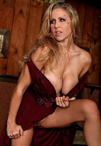 Julia Ann - Day of the living Milf + фотосет [ 865 HQ фото] (2009) SiteRip