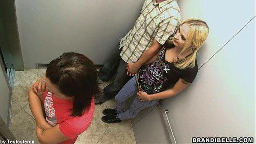 Видеокамера в лифте / Elevator Sex Cam (brandibelle.com)  (2009) DVDRip