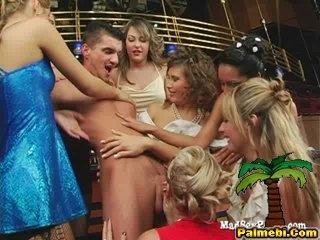 Семь девушек и один официант (2009) DVDRip