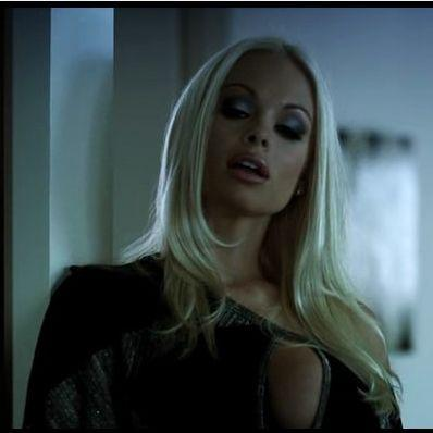 Супер блондинка Джеси Джейн (Jesse Jane) - кувыркается на столе! (2008) DVDRip