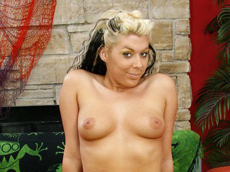 Hustler 18 – Chantell Merino  (2009) DVDRip
