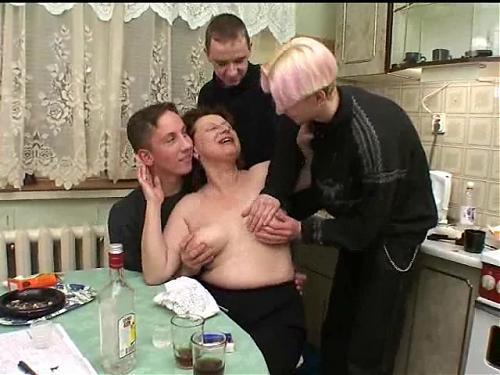 Русская мамочка отжигает (2009) SATRip