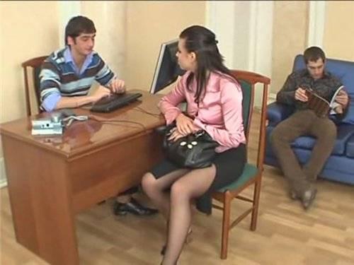 Девчонка пришла устраиваться на работу (2009) DVDRip