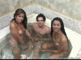 Умопомрачительный трах в ванной №75 (2007) CamRip