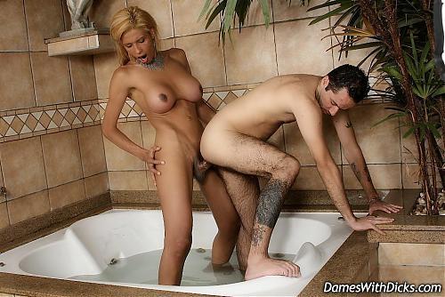 [DamesWithDicks.com] Meelynah Weelyans / Трах в ванне! (2010) Other