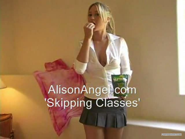 Alison прекрасно справляется и без вибратора! (2007) TS