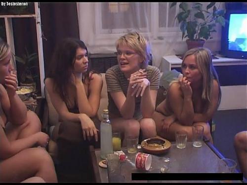Пьяные чешские студенты или Новогодняя вечеринка подростков-свингеров. 100% частное порно! / Drunk Czech students or The New Year young swingers party. 100% private video! (2009) CamRip
