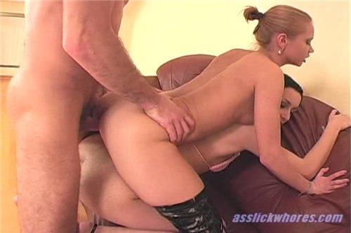 Групповуха с блондиночкой и брюнеточкой (2009) DVDRip