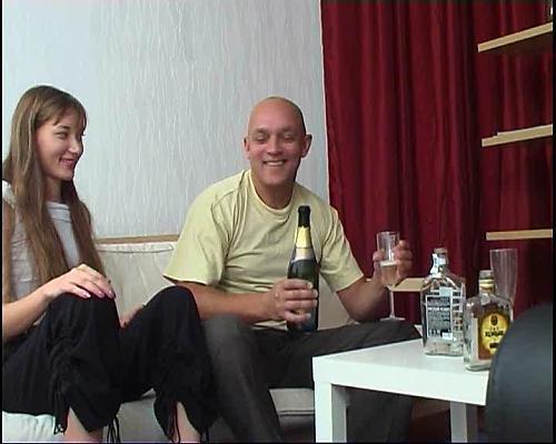 Худая сучка с розовой киской (2009) DVDRip