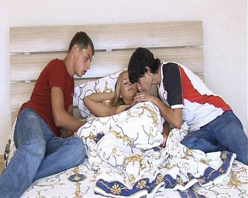 Два молодых парубка и дивчина. (2009) DVDRip