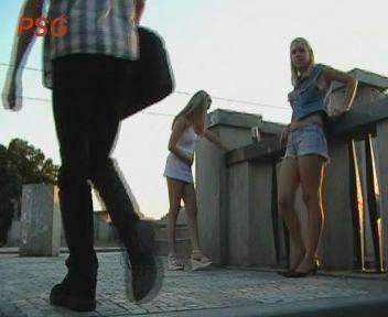 Sandra+Vicky/ Сраная девка на улице(Scat) (2006) SATRip