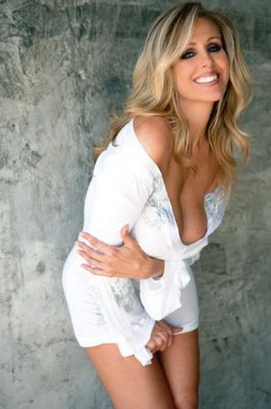 Потрясающая порнозвезда показывает класс / Julia Ann Shows Demitri How It's Done  (2010) SATRip