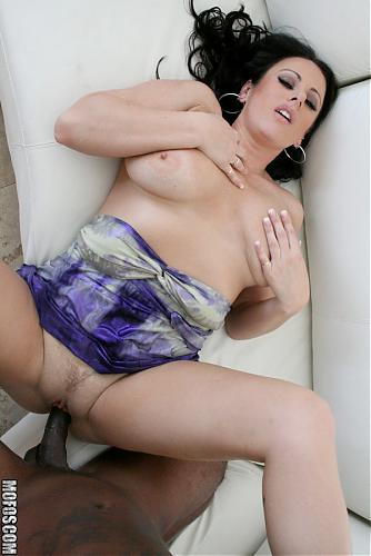 [MilfsLikeItBlack.com / Mofos.com] Moxxie Maddron (The Divorcee) [Big ass, Big tits, Blow Job, Facial, Interracial, Milf] *Released: June 28, 2010* (2010) SATRip