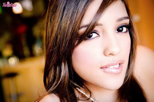 Молоденькая латиночка с чарующим взглядом / [NaughtyAmerica.com] Melanie Rios (2010) SATRip