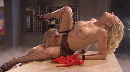 """Банщик""""парит""""молодую грудастую блондинку / Shawna Lenee (2010) DVDRip"""