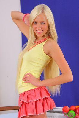Красивейшая  девочка в жесткой сцене / Teena (2010) SATRip