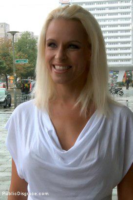 Красивая, сорокалетняя немка,выебанная публично
