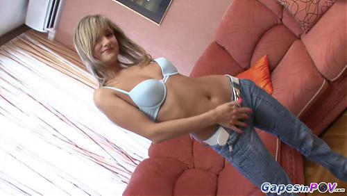 Молодая шалава с красивой грудью