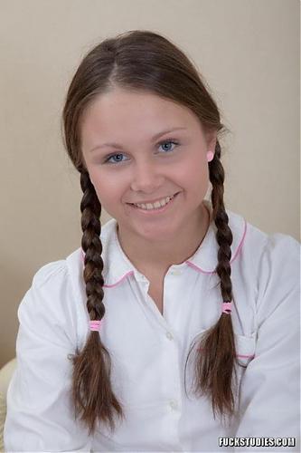 Симпотная русская школьница