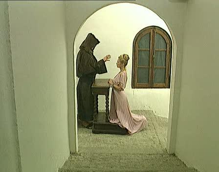 Искупила грехи свои тяжкие, приняв в очко от священника