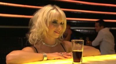 Красивейшая крошка пришла в бар, чтобы хорошенько потрахаться