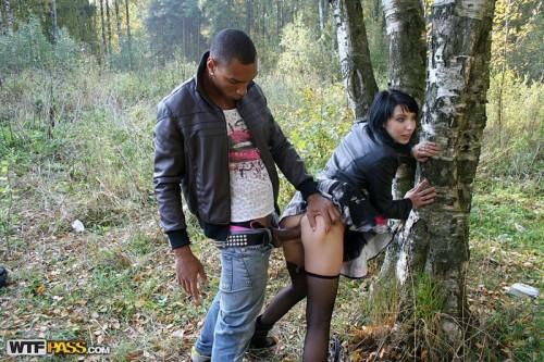 Очень жесткий секс в лесу