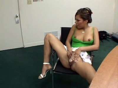 Горячая молодая журналисточка навестила звезду порно