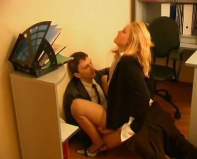 Миленькая и очень заводная секретарша